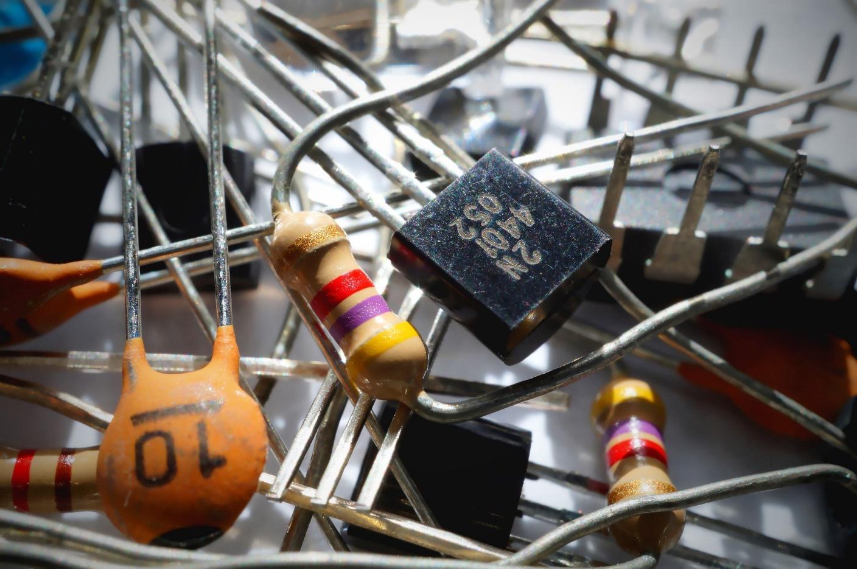 C:\Users\User\Downloads\capacitor-1835729_1920 (1).jpg